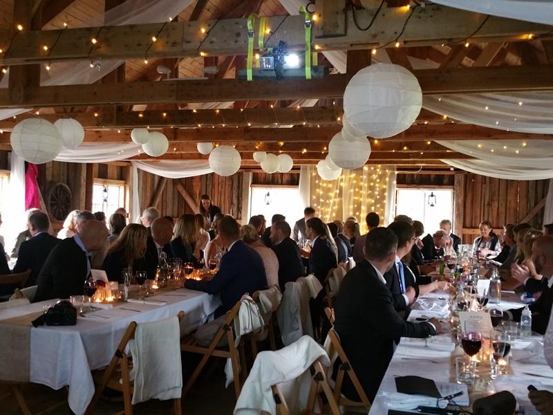 Frägsta Hälsingegård bröllop - Vid borden
