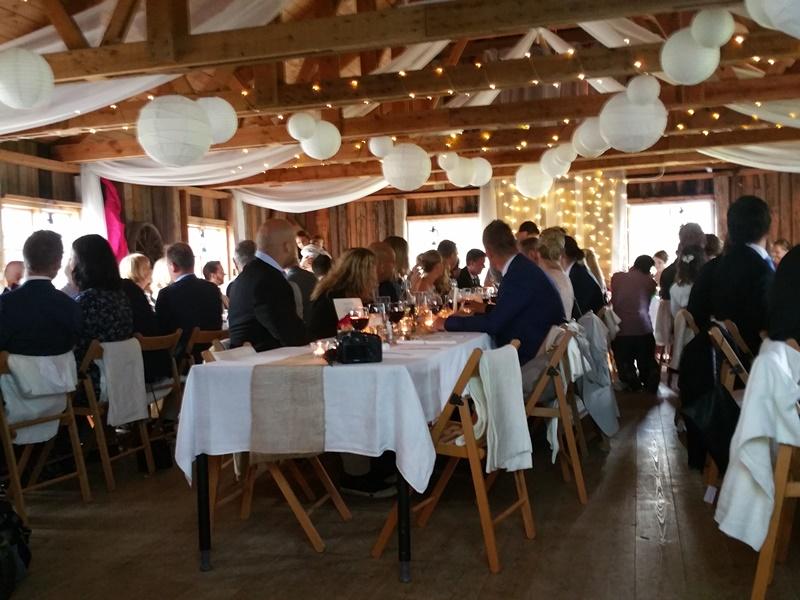 Frägsta Hälsingegård bröllop - Gästerna vid borden